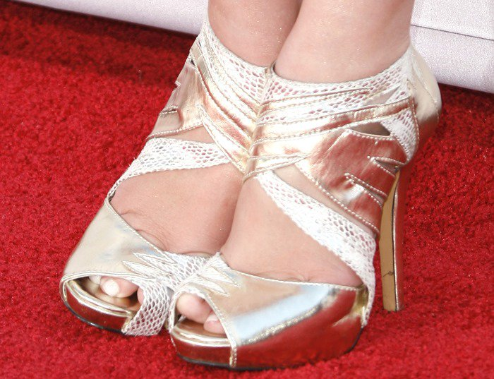 Chelsea Staub shows off her size 7 (US) feet on the red carpet