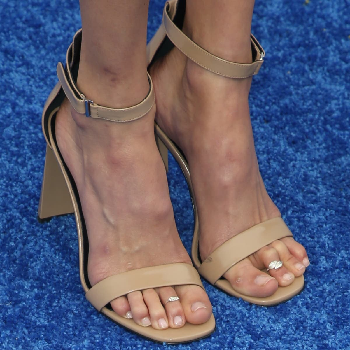 Isabel Lucas shows off her size 7 (US) feet in Via Spiga Faxon sandals