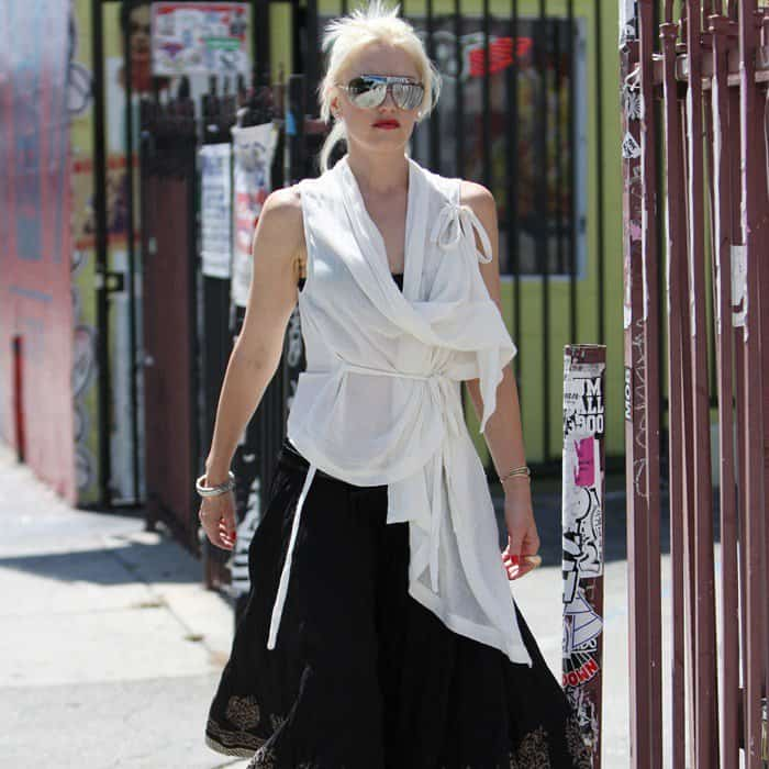 We seriously think only Gwen Stefani can handle such a frumpy looking ensemble and still look good in it