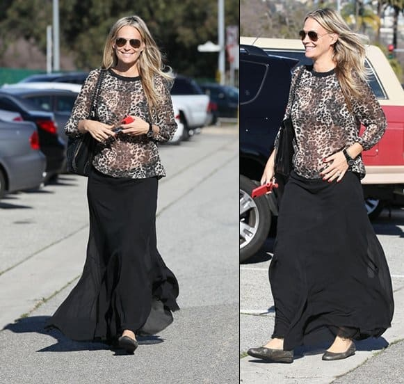 Pregnant Molly Sims leaves Byron & Tracey Salon in good spirits