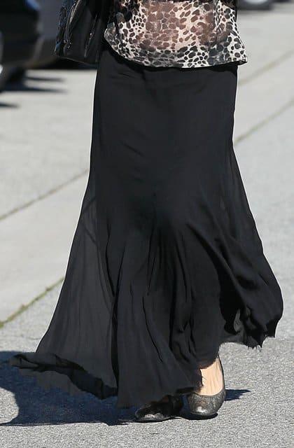 Pregnant Molly Sims wears a black maxi skirt