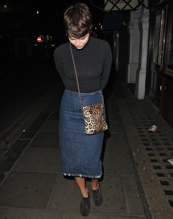 Pixie Geldof's vintage-inspired denim pencil skirt