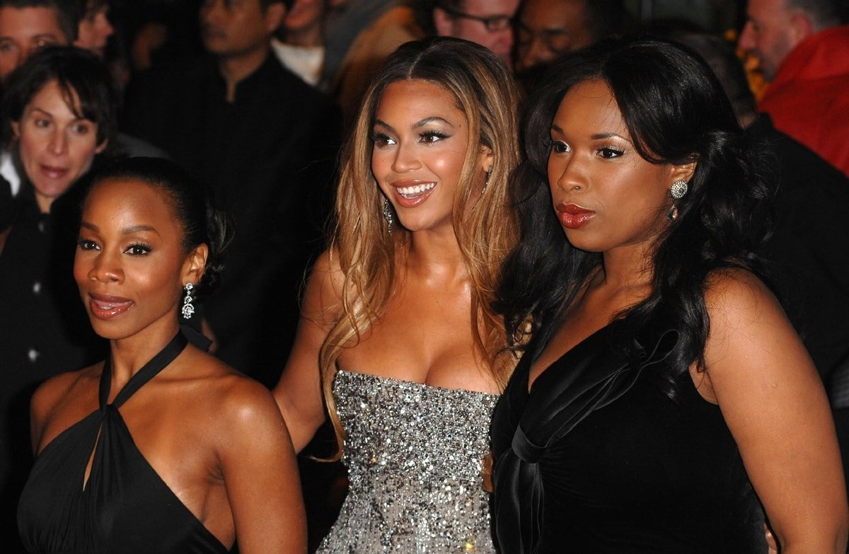 """Beyonce Knowles, Anika Noni-Rose, and Jennifer Hudson attend the premiere of """"Dreamgirls"""""""