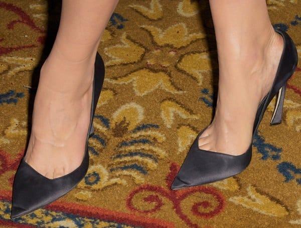 Leelee Sobieski showed off her sexy feet in black heels