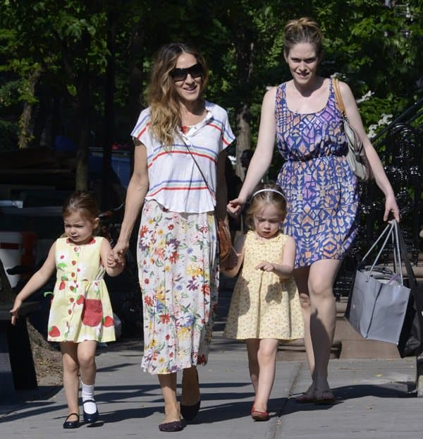Sarah Jessica Parker taking her twin daughters, Tabitha and Marion Broderick, to school in New York City on May 30, 2013