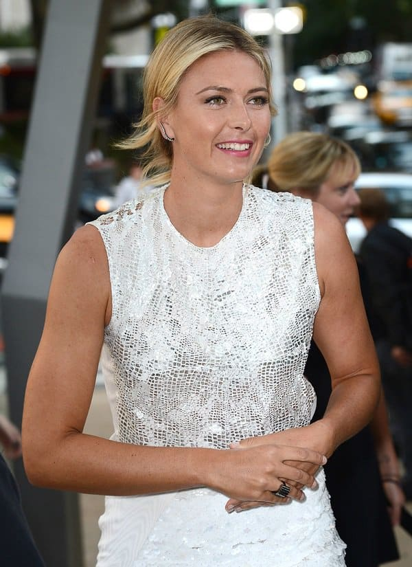 Maria Sharapova put the rumors to rest when she attended the 10th Annual Style Awards without a ring on her left ring finger
