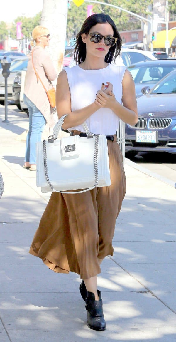 Rachel Bilson carrying a Chanel handbag as she leaves Urth Caffe in Beverly Hills on October 19, 2013