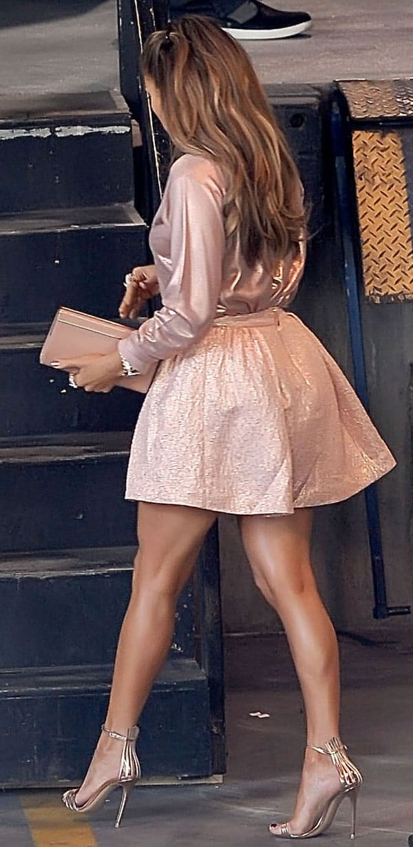 Jennifer Lopez arrives for the 'American Idol' Hollywood week auditions